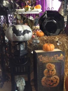 Scary or Sparkly-How Do You Decorate For Halloween_1