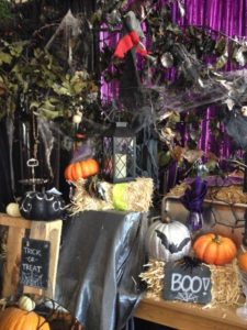 Scary or Sparkly-How Do You Decorate For Halloween_3